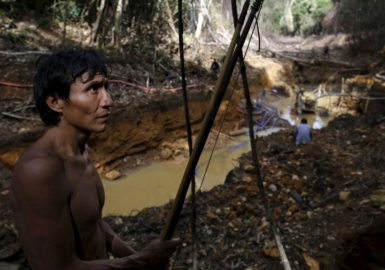 Garimpo ilegal está contaminando e pode matar índios Yanomami