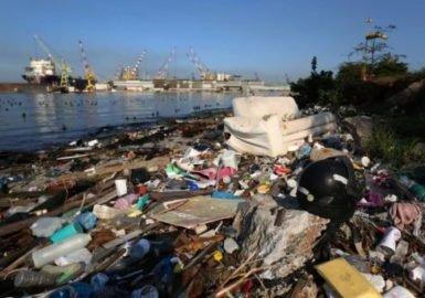Baía de Guanabara poluída faz mal à saúde e ao bolso